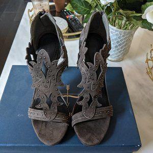 Pour La Victoire grey suede heels Size 8